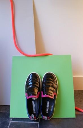 slip on sneakers zapatillas sin cordones zapato cómodo escaparates cuerda neón geometría mikonos logroño moda